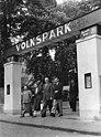 Bundesarchiv Bild 183-38617-0004, Halle, Volkspark, Eingang.jpg