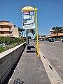 Bus stop in Rome 02.jpg