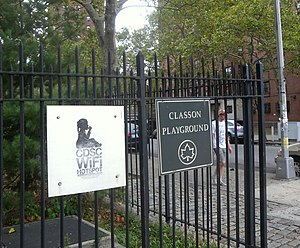 Hotspot (Wi-Fi) - Public park in Brooklyn, New York, has free Wi-Fi from a local corporation