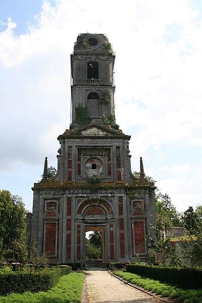 Ruin av klosterkirken i Cambron
