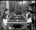 Candy makers at Augustine & Kyer, 1913 (MOHAI 6247).jpg