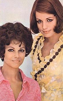 Claudia Cardinale e Catherine Spaak in uno scatto sul set di Certo, certissimo, anzi... probabile (1969)