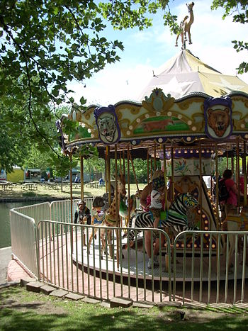 English: Carousel in Julia Davis Park