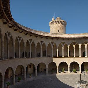 Bellver Castle - Circular inner yard