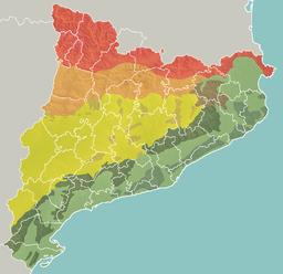 Geomorfologia mapo de Katalunio   ██Pireneoj  ██Antaŭ-Pireneoj ██Kataluna centra ebenaĵo ██Pli malgrandaj montaroj en la centra ebenaĵo ██Trakataluna montaro  ██Kataluna antaŭmarborda montaro  ██Kataluna marborda montaro  ██Kataluna marborda ebenaĵo kaj aliaj marbordaj ebenaĵoj