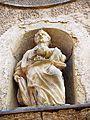 Charentenay. Statue au-dessus du portail de l'église saint Pierre. 2016-03-11.JPG