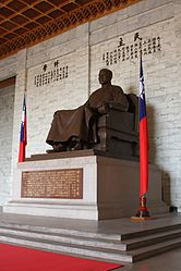 Chiang kai-shek statue amk.jpg