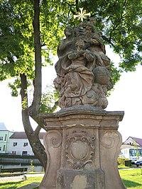 Chotětov, sousoší Korunování Panny Marie, severní část Husova náměstí.jpg