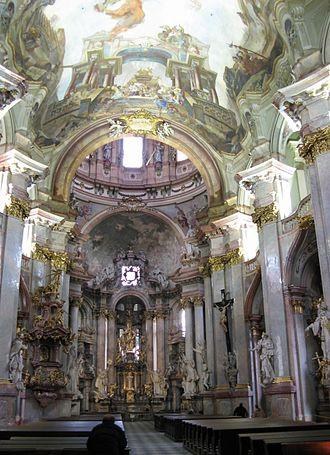 St. Nicholas Church (Malá Strana) - Image: Chram sv Mikulase interier oltar od vchodu
