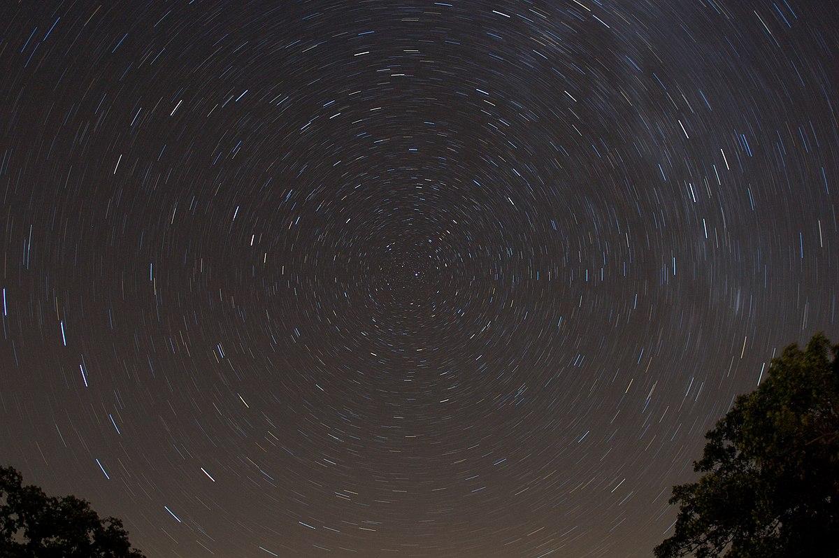 Circumpolar stars 15min exp.jpg