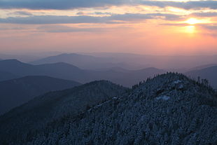 """The Smoky Mountains in April 2007, viewed from atop <a href=""""http://search.lycos.com/web/?_z=0&q=%22Mount%20Le%20Conte%20%28Tennessee%29%22"""">Mount Le Conte</a>"""