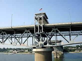 George P. Coleman Memorial Bridge - Image: Coleman Bridge 080801