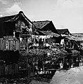 Collectie NMvWereldculturen, TM-20000871, Negatief, 'Huizen in de krottenwijk Jalan Pekojan', fotograaf Boy Lawson, 1971.jpg