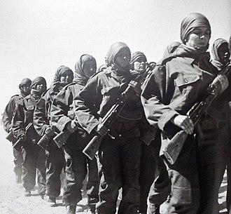 Battle of Guelta Zemmour (1989) - Image: Combattantes sahraouies du Front Polisario