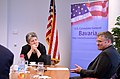 ConsMunich Napolitano im Gespräch mit Reportern der Süddeutschen Zeitung. (7241276074).jpg