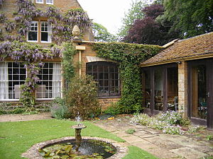 Coton Manor -Northamptonshire -house-27May2008c.jpg