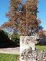 Croix sur la place de l'église Saint-Antoine.JPG
