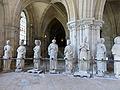 Crypte de la cathédrale Saint-Étienne de Bourges-Statues gothiques (1).jpg