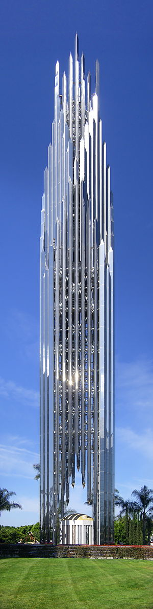 English: The spire of the Crystal Cathedral in...