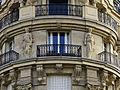 Détails d'une façade d'un immeuble parisien.jpg