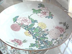 Piatto in stile famiglia rosa, dinastia Qing