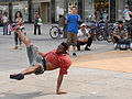 Danseurs de Hip Hop sur lAlexander Platz (Berlin) (2705383805).jpg