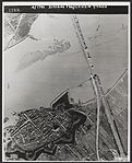 De bruggen bij Zaltbommel op 29 oktober 1944 door de Duitsers gesprongen.jpg