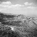 De weg tussen het vliegveld Maiquetia van Venezuela en Caracas, Bestanddeelnr 252-8427.jpg