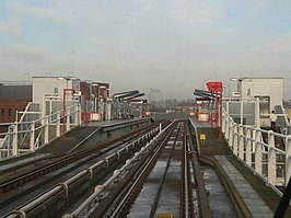 Deptford Bridge DLR station from a southbound train 2005-12-10.jpg