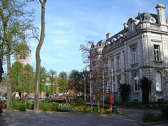 Destelbergen - Image: Destelbergen Town hall and church 1