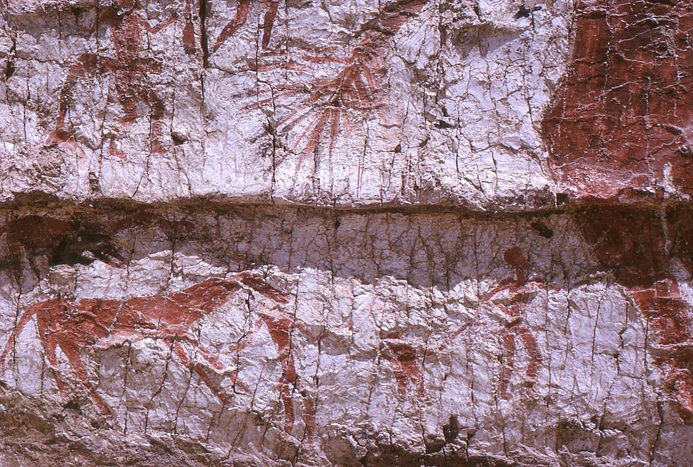 Detail of the mural showing the hind part of the aurochs, a deer and hunters.