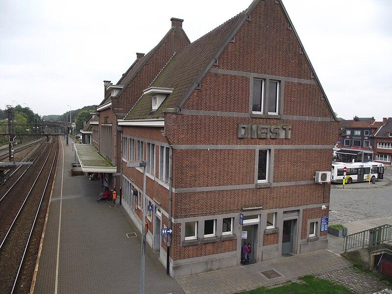 Station Diest gefotografeerd vanuit de loopbrug.