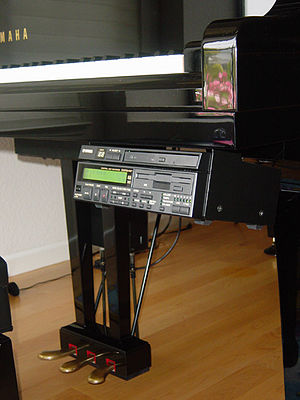 The Yamaha Disklavier player piano. The unit mounted under the keyboard of the piano can play MIDI or audio software on its CD or floppy disk drive. DisklavierPlayer.jpg