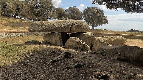 Dolmen de la Roca de'n Toni.jpg