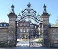 Donndorf - Schloss Fantaisie - Eingangstor (15.04.07).jpg