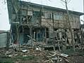 Duzce 1999 earthquake damage Bilham 898.jpg