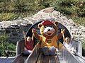 Eifelpark Petz auf Rutsche.jpg
