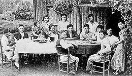 Família de imigrantes japoneses em Bastos, São Paulo, 1930