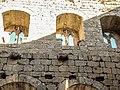 Fenêtres du deuxième niveau du château de Spesbourg.jpg
