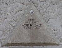 Feuerhalle Simmering - Arkadenhof (Abteilung ALI) - Alfred Koritschoner 02.jpg