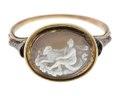 Fingerring av guld med kamé av onyx, 1750-talets mitt - Hallwylska museet - 110193.tif