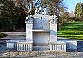 Fontaine aux Singes parc du Denantou.jpg