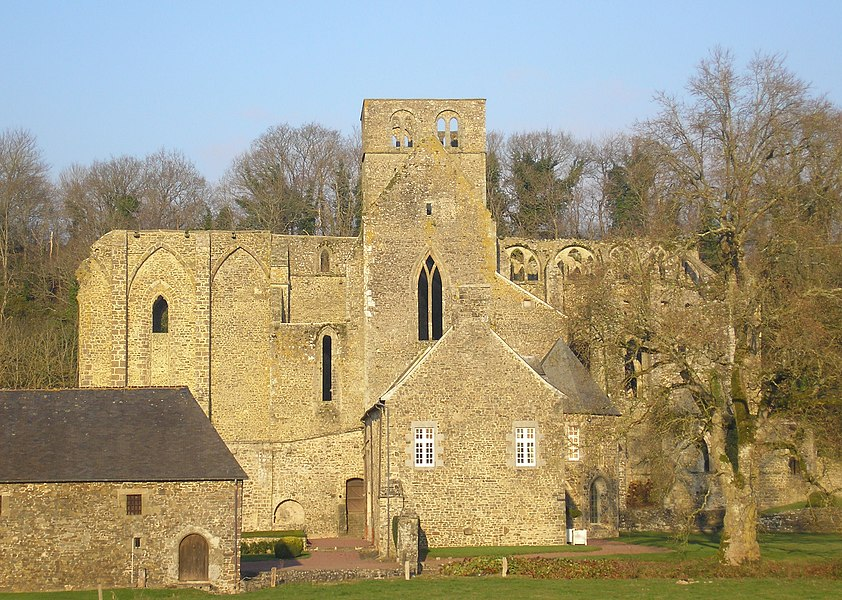 Hambye (Normandie, France). L'abbaye, côté sud.