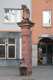 Frankfurt Am Main-Fahrgasse 27-Loewenbrunnen von Norden-20110615.jpg