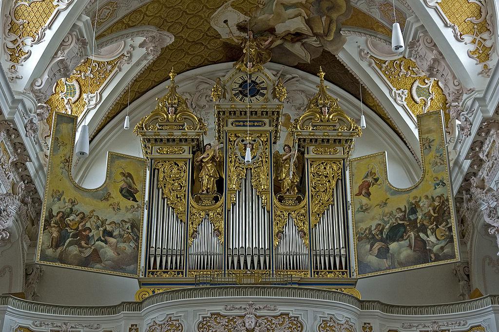 Der Herr über Zeit/Raum liebt Orgelmusik 1024px-Freisinger_Dom_-_Blick_zur_Orgel