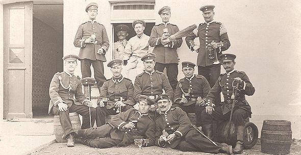 Friedrich Kellner 1908 with army comrades.jpg