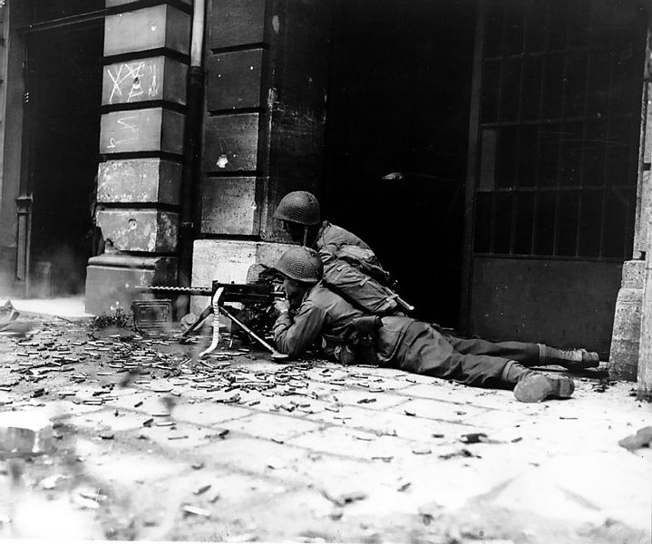 File:GI machine gun crew in Aachen.jpg