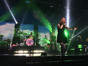 Garbage (band) - Image: Garbage As Heaven Is Wide Manchester