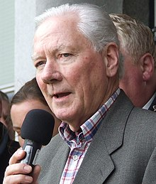 Gay Byrne speaking at a public event in 2007