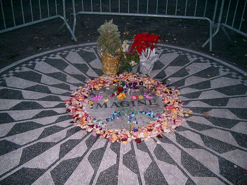 File:Gedenkstätte John Lennon, Central Park West.jpg